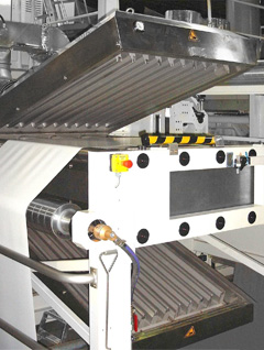 Twin dryer within an in-line flexo printing machine for alternative front or reverse side printing